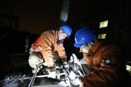 无锡公司凌晨抢修保电网