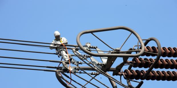 建设特高压直流输电线路需研究哪些关键技术?