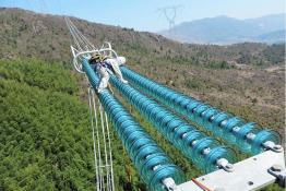 福建顺利完成1000千伏特高压线路带电消缺工作