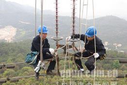 福州供电:冒雨消缺