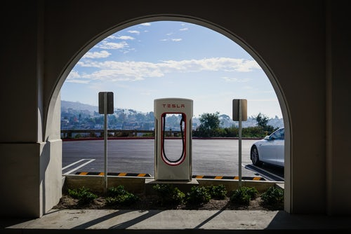 充电桩行业乱象丛生 车企布局充电基础设施